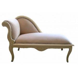 Fabuleuse méridienne de style Louis XV possède un très beau tissu en velours baige d'un confort fantastique, clouté et la peinture est laquée beige.  L'assise est très confortable et moelleuse et le bois finement aux motifs reprenants le style.