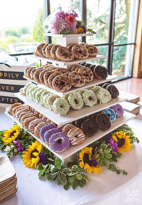How to make a DIY tiered donut stand for a wedding or party. – Nottingham Paper Goods How to make a DIY tiered donut stand for a wedding or party. How to make a DIY tiered donut stand for a wedding or party. Donut Wedding Cake, Wedding Donuts, Wedding Cake Stands, Wedding Desserts, Diy Wedding Cupcakes, Wedding Foods, Wedding Cup Cakes, Spring Wedding Cakes, Wedding Cake Balls