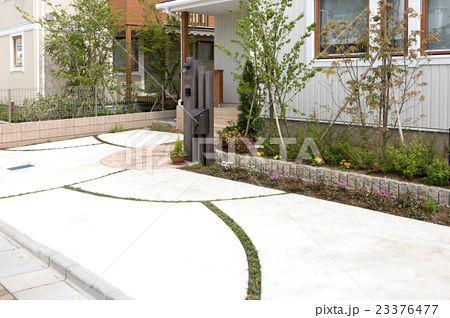 住宅 外構 玄関アプローチ 駐車場 デザイン 溝 排水 植栽 植え込み