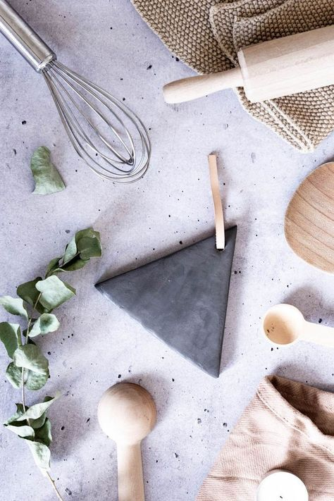 Photo of Geschenke aus Keramik selber machen: Schwarzer Ton & Leder |