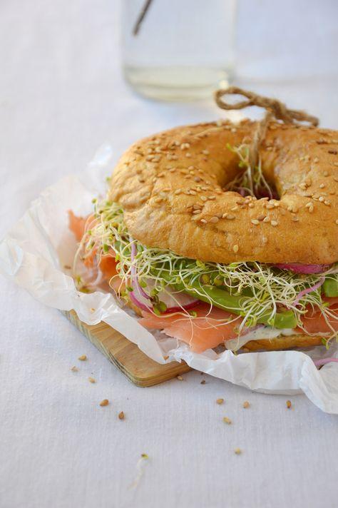 Bagel saumon, aneth, avocat, radis, graines germées / Plus une miette