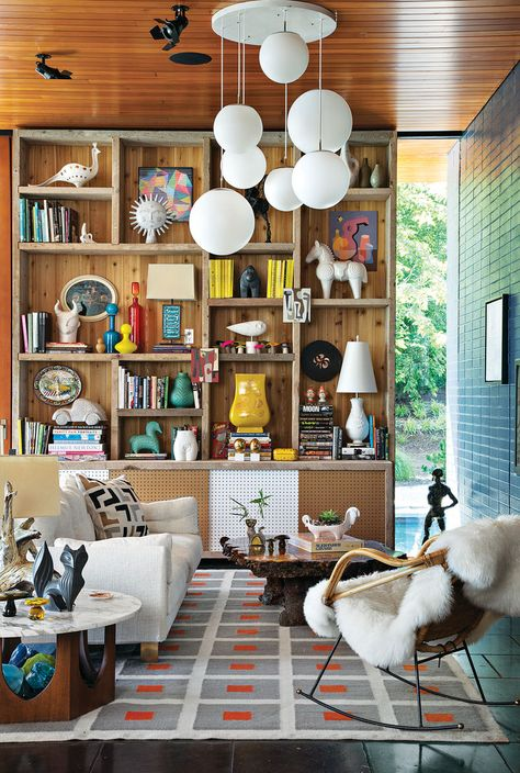 Jonathan Adler and simon Doonan collaborated with New Haven, Connecticut firm Gray Organschi on their midcentury-inspired New York vacation home. Tagged: Exterior, House Building Type, Wood Siding Material, and Flat RoofLine. Simon Doonan, Jonathan Adler, Chandelier In Living Room, Living Room Lighting, Living Room Decor, Living Rooms, Decor Room, Room Decorations, Apartment Living