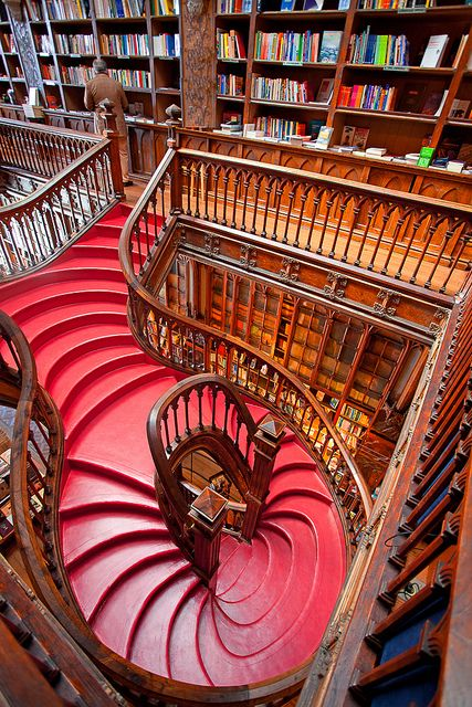 """""""LIVARIA LELLO"""", Buchladen in Porto. Lonely Planet classified this bookshop as the third best bookshop in the world, Livraria Lello & Irmão in Porto, Portugal (by Ricardo Bevilaqua). Beautiful Library, Dream Library, Library Books, Future Library, Lonely Planet, Livraria Lello Porto, Home Libraries, Stairway To Heaven, Grand Stairway"""