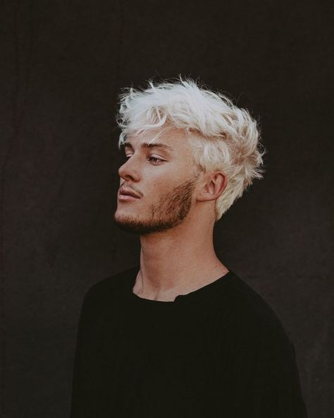 90 shades and reflections for platinum blonde hair for 2020 Platinum Blonde Hair Men, Men Blonde Hair, Bleach Blonde Hair, Blonde Guys, Blond Men, Bleached Hair Men, Dyed Hair Men, Curly Hair Men, Curly Hair Styles