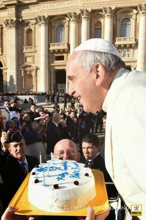 La historia detrás del pastel en plaza san Pedro por el 78 cumpleaños del Papa - ReL