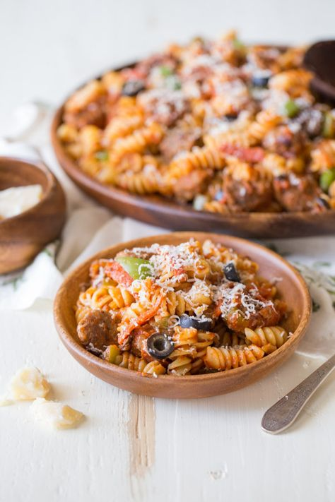 Supreme Pizza Pasta - Everything we love about supreme pizza but with rotini pasta. Quick and easy! #pasta #quickandeasymeals #supremepizza