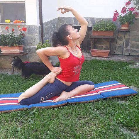 Fiori Yoga.Yoga Posizione Yogawoman Relax Relaxing Woman Yogagirl