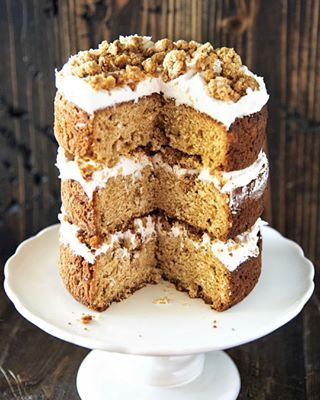 Happy National Oatmeal Cookie Day I M Celebrating With This Oatmeal Cream Pie Cake Thick Layers Of Oatmeal Brow Brown Sugar Cakes Oatmeal Cream Pies Pie Cake