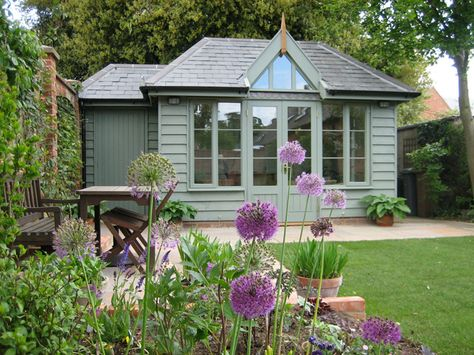 Love the green paint and alliums.