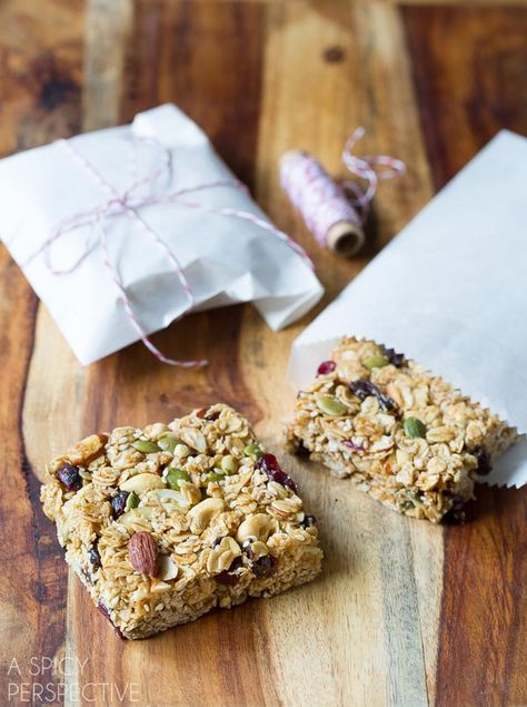 Homemade Granola Bars are soft, chewy, and made with fridge and pantry staples. They make a great breakfast or healthy snack! @spicyperspectiv #HyVeePinToWin