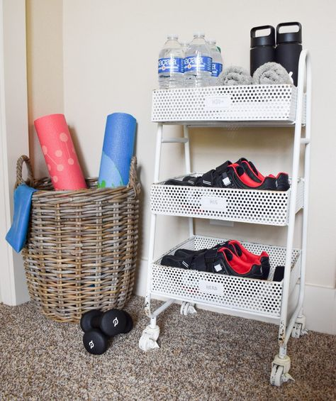 How to Create an Easy Guest Bedroom Spin Station – Home sweet Home – Decoration Home Gym Garage, Diy Home Gym, Home Gym Decor, Gym Room At Home, Workout Room Home, Best Home Gym, Home Workout Equipment, Workout Rooms, Fitness Equipment