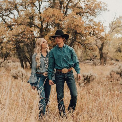 Cheyenne wright on cant wait to see what 2019 brings us! we had so many blessings in 2018 and a few hard times but im lucky i get him by my side through it what type of romantic are you Cute Country Couples, Country Couple Pictures, Country Engagement Pictures, Cute Couples Photos, Cute N Country, Cute Couples Goals, Country Boys, Cowboy Family Pictures, Western Family Photos