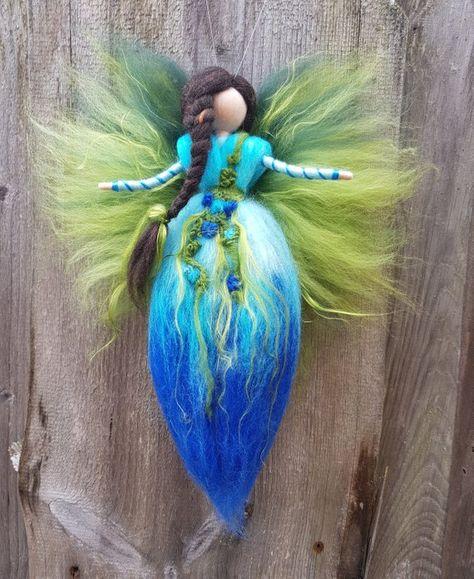 Blumenfee Engel Elfe türkis braun mit Zopf und Blümchen