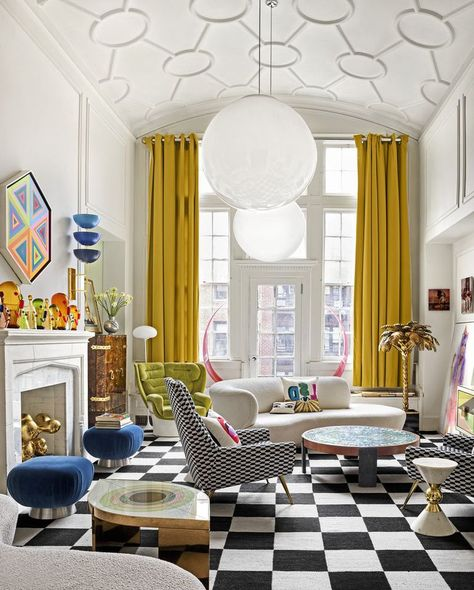Take a tour of Jonathan Adler's Manhattan apartment with his partner Simon Doonan – Office İnterior İdeas Jonathan Adler, My Living Room, Living Room Decor, Estilo Kitsch, Simon Doonan, Manhattan Apartment, Maximalism, Elle Decor, Home Fashion