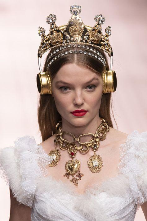 Dolce & Gabbana at Milan Fashion Week Spring 2019 - Details Runway Photos
