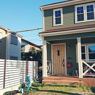 玄関 入り口 外構 木のフェンスdiy 外装 アメリカンポップ などの