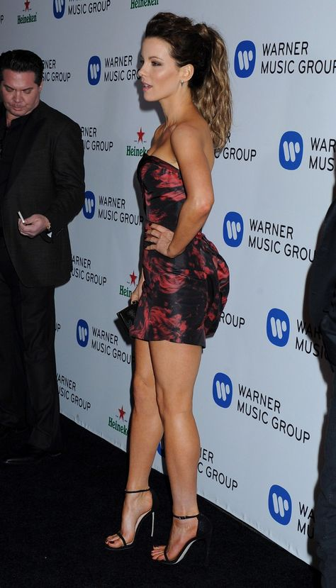 Kate Beckinsale Sexy Legs and Great Curves