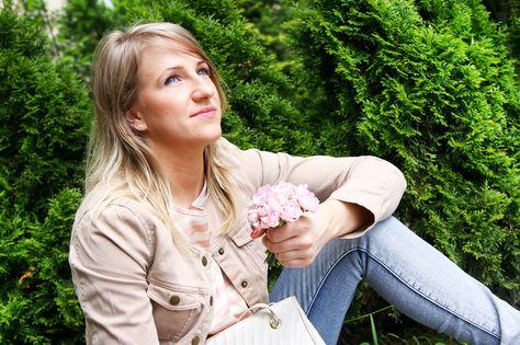 Róż nie jest zarezerwowany tylko dla małych dziewczynek. #eccofashion #ecco #eko #moda #fashion #style #flower #girls #woman #smile #nature #jeans #pink #romantic