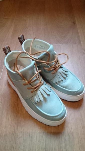 differently e49ad 7f32e Die Schuhe wurden nur einmal getragen und sind praktisch wie ...