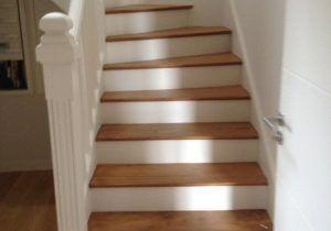 Belle Deco Escalier Bois Peint L Gant Escalier Bois Repeint Et Escalier En Bois Peint Avec Peindre Escalier B Peindre Escalier Bois Escalier Bois Deco Escalier