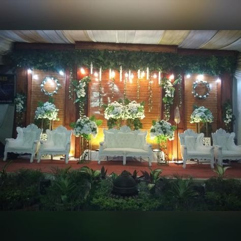 Pelaminan rustic wedding @tariratu  Wo @dianaweddingjambi  Fg @fotografmks  Wadrobe @dianaweddingjambi  Inpo  Wa :085368389020 #weddingphotography #weddingdecoration #weddingjambi #weddingdress #weddingjambimurah #weddingorganizer #riaspengantinmuslim #riaspengantinjambi #riaspengantinjawa #pelaminanrustic #pelaminanmodern #pengantinsyari #pengantinmuslimah #dekorasikamartidur #dekorasipernikahan #dekorasirumahminimalis #dekorasilamaran