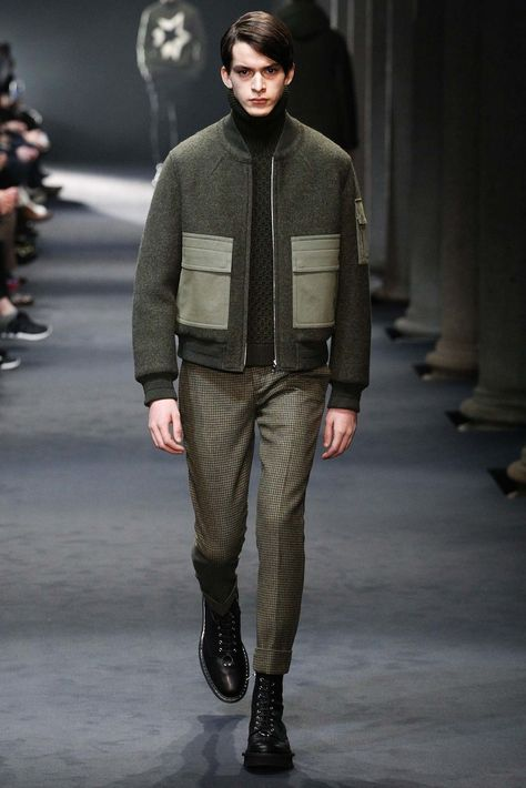 Neil Barrett Fall 2015 Menswear collection, runway looks, beauty, models, and reviews.