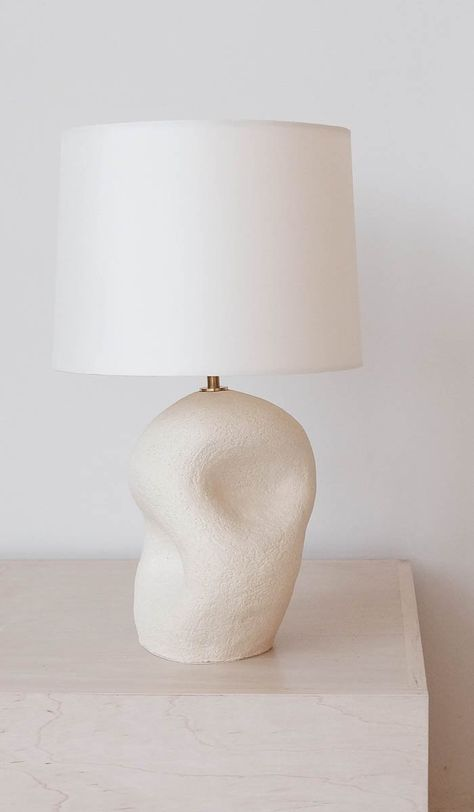 Curving, sculptural ceramic based lamp with natural colored shade. Deco Luminaire, Relaxation Room, Concrete Lamp, Modern Ceramics, Scandinavian Interior, Lamp Bases, Home Decor Furniture, Decoration, Interior Inspiration