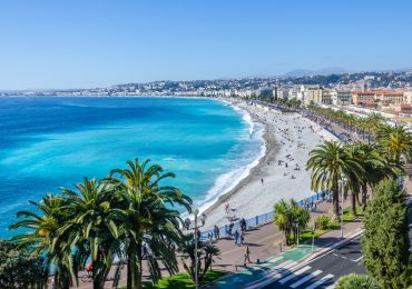 Location Appartement Meuble A Nice Pour Les Vacances Au Mois Ashley And Parker Europe Trip Itinerary Nice France Beach Europe In December