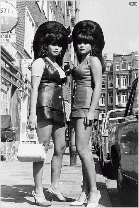 Thai girls (twins?) with big beehives, Amsterdam, summer