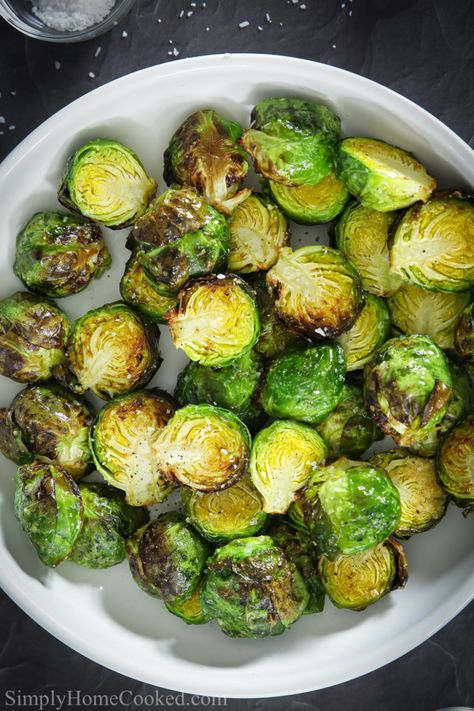 Are you looking for a light and tasty vegetables side? These crispy brussels sprouts are cooked in the air fryer so they are crispy, but not greasy. #healthyfrying #friedbrusselssprouts #brusselssproutsapp #easysidedish