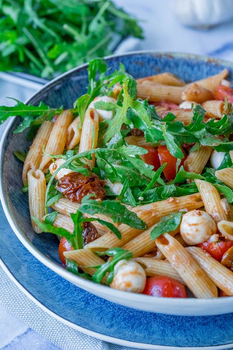 Salat Penne Rucola getrocknete Tomaten