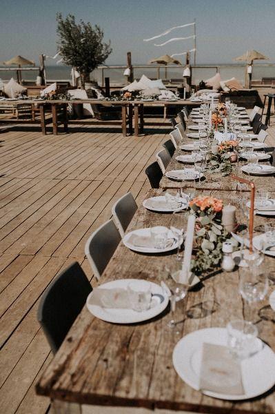 So Kann Eure Hochzeit Am Strand Aussehen Hochzeit Am Strand Hochzeitsplanung Tipps Hochzeitsplanung