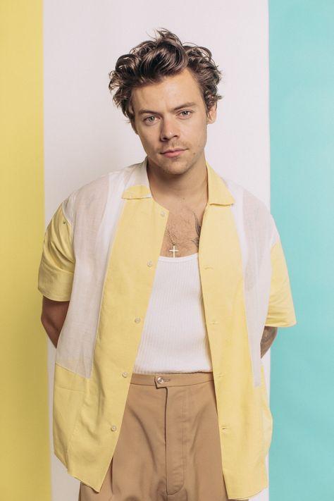 """Harry Styles divulga novo single e clipe: """"Adore You"""""""