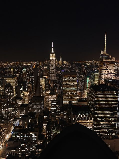 Uploaded by We Heart It💕. Find images and videos about night, nyc and empire state on We Heart It - the app to get lost in what you love. Night Aesthetic, City Aesthetic, Travel Aesthetic, New York Wallpaper, City Wallpaper, New York Life, Nyc Life, Urbane Fotografie, Apartment View