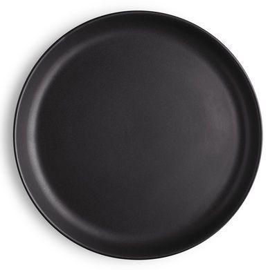 Assiette Plate Nordic Kitchen Eva Solo Noir Made In Design Cuisine Nordique Assiettes Plates Art Culinaire