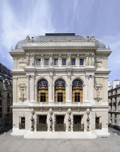 Théâtre national de l'Opéra-Comique, situato in place Boieldieu, nel II arrondissemant.https://it.wikipedia.org/wiki/Th%C3%A9%C3%A2tre_national_de_l%27Op%C3%A9ra-Comique