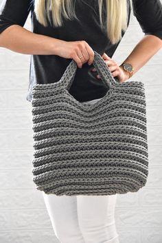 Crochet Market Bag, Crochet Tote, Crochet Handbags, Crochet Purses, Knit Crochet, Scandinavian Style, Crochet Blanket Patterns, Crochet Stitches, Grey Tote Bags