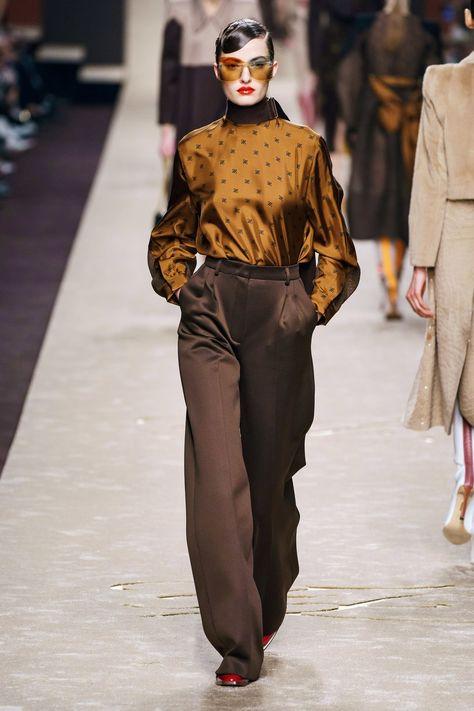 #Farbberatung #Stilberatung #Farbenreich #SabinaBoddem www.farben-reich.com Herbst/Winter 2019 Ready-to-Wear - Fendi - Look 37