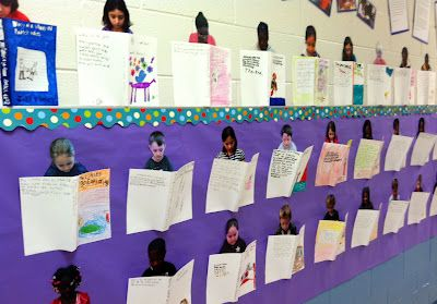 What a display! Kids illustrate a cover and write a summary of their favorite book. Each child could update as he/she finds a new favorite book!  (Free do-it-yourself idea.)