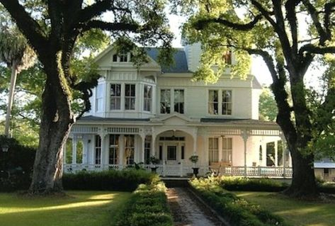 My dream house is an old white country house, with a wrap around porch. I want it to be older than this house tho. My Ideal Home, Ideal House, Awesome House, Victorian Homes, Victorian Farmhouse, White Farmhouse, Farmhouse Design, Farmhouse Plans, Southern Farmhouse