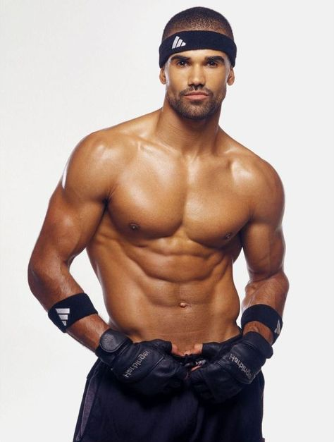 MONDAY MARVEL: CRIMINAL MINDS STAR SHEMAR MOORE SHIRTLESS AND BROODING!