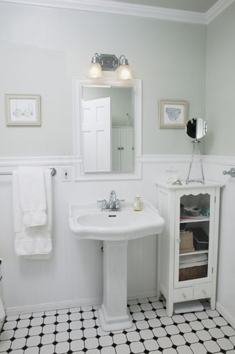Bathroom Decorating Ideas With Modern And Vintage Design Myfashionos Com In 2020 Small Vintage Bathroom Retro Bathrooms Bungalow Bathroom