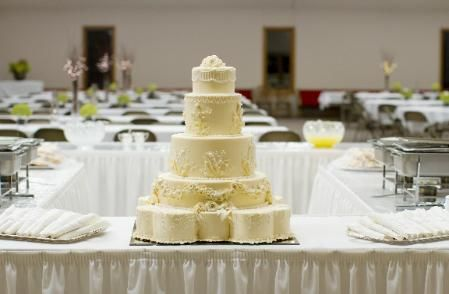 Styrofoam Wedding Cake. Consider a wedding reception for 150 people: 150 people x $3.50 per slice of decorated bakery cake  = $525.  A decorated fake cake of the same size starts as low as $110 and remains a beautiful centerpiece  throughout the entire evening.  Sheet cakes start as low as 16.99/48 servings.  Fake cake 110.00 +  sheet cakes 50.97 = total 160.97.  Total savings 364.03.