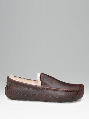 9bcdca2e2e3 Ron Holt on   UGG   Mens ugg slippers, Sheepskin slippers, Ugg slippers
