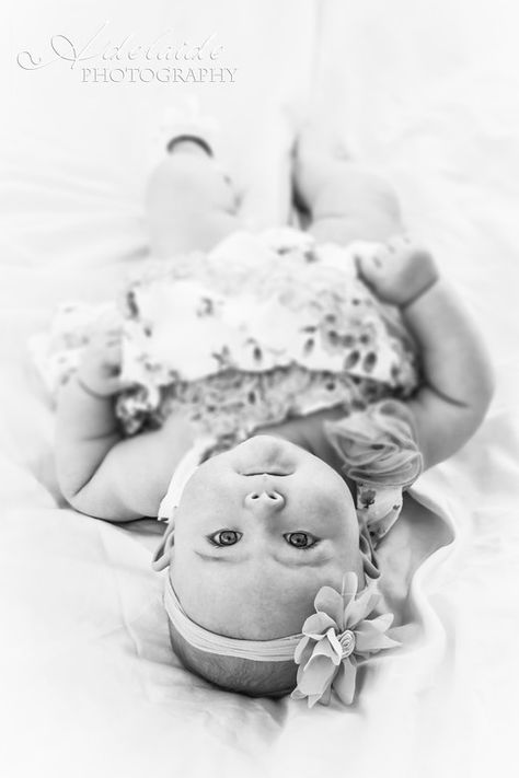 Photography baby girl 6 months mom Ideas for 2019 - baby photography 3 Month Old Baby Pictures, 6 Month Baby Picture Ideas, Monthly Baby Photos, Baby Girl Pictures, Newborn Baby Photos, Baby Poses, 3 Month Photos, Pictures Of Babies, Outdoor Baby Pictures