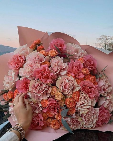 Beautiful Bouquet Of Flowers, My Flower, Beautiful Flowers, Pink Flowers, Flower Aesthetic, Pink Aesthetic, Luxury Flowers, No Rain, Planting Flowers