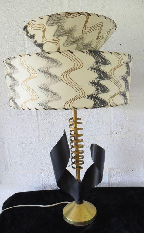 OUTSTANDING VTG 1950's ATOMIC MID CENTURY RETRO LAMP w/TIERED FIBERGLASS SHADE