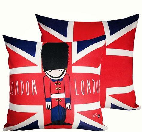 Almofada London 💂 Compre no site www.trinket.com.br  #casa #home #decor #decoracao #dica #design #cool #estilo #new #presentes #presentescriativos #trinket #trinketoficial