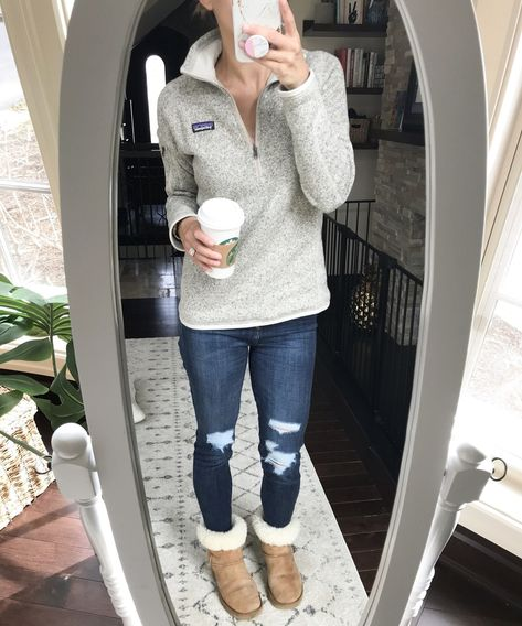 Fall & Winter Fashion Look cute and comfy in this Patagonia Pullover paired with distressed jeans an Basic Outfits, Casual Winter Outfits, Casual Fall Outfits, Mode Outfits, Black Outfits, College Winter Outfits, Cute Outfits For Fall, Cold Spring Outfit, Casual Friday Outfit