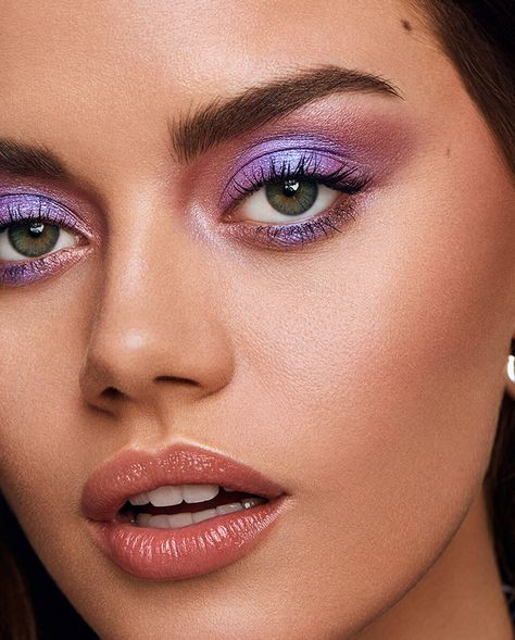 Eyeshadow For Blue Eyes, Bright Eyeshadow, Urban Decay Eyeshadow, Urban Decay Makeup, Eyeshadow Looks, Eyeshadow Makeup, Eyeshadow Palette, Makeup Brushes, Purple Makeup Looks